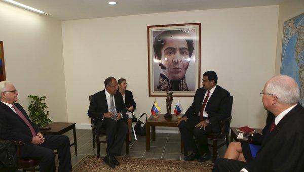 Министр иностранных дел России Сергей Лавров и президент Венесуэлы Николас Мадуро в Нью,-Йорке, 26 сентября 2015