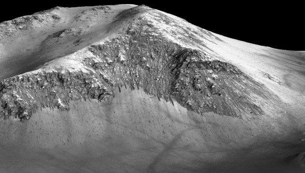 Одна из темных полос на склоне кратера Горовиц