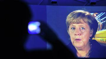Канцлер Германии Ангела Меркель во время телемоста
