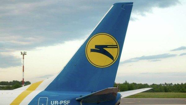 Логотип Международные авиалинии Украины на самолете компании. Архивное фото