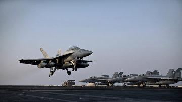 F/A-18E Супер Хорнет совершает взлет с авианосца USS Theodore Roosevelt. Архивное фото