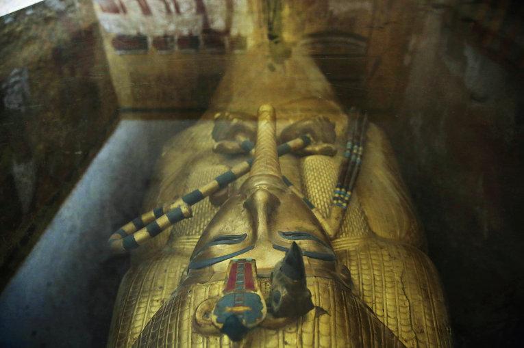 Вбедном квартале Каира отыскали 8-метровую статую фараона РамсесаII