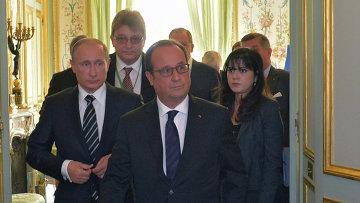 Президент России Владимир Путин и президент Франции Франсуа Олланд после окончания встречи в Париже