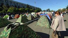 Палаточный лагерь противников действующей власти у здания Кабинета министров в Кишиневе