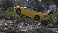 Сломанные деревья и груды машин: последствия наводнения на юге Франции