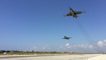 Звено российских сушек взлетает с авиабазы Хмеймим в Сирии