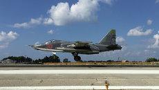 Российский Су-25 взлетает с авиабазы Хмеймим, Сирия