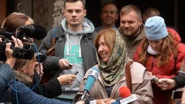 Лауреат Нобелевской премии по литературе 2015 года белорусская писательница Светлана Алексиевич после пресс-конференции в Минске