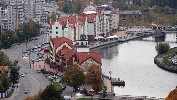 Вид на новый городской район Рыбная деревня на берегу реки Преголи в городе Калининграде. Архивное фото