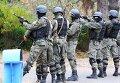 Сотрудники правоохранительных органов Киргизии во время операции по поиску исламистов