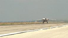 Российский Су-24М отправился на боевое задание с базы в Сирии. Кадры взлета