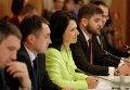 Сербская парламентская делегация во главе с председателем Демократической партии Сербии Сандой Рашкович-Ивич во время посещения парламента Крыма