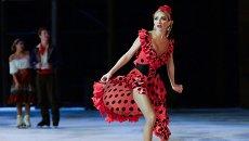 Фигуристка Татьяна Навка выступает в ледовом мюзикле Ильи Авербуха Кармен в Лужниках