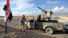 Бойцы движения Хезболлах на передовых позициях Сирийской Арабской Армии (САА) у дороги из Хомса в Пальмиру