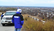 Представители ОБСЕ на открытии пункта пропуска в станице Луганской. Архивное фото