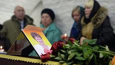 Родственники во время прощания с погибшей в авиакатастрофе Airbus-321 в Египте