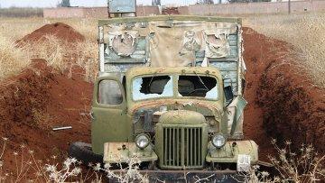 Бойцы сирийской армии в расположении бывшей воинской части артиллерийского полка пятой дивизии. Поселок Шейх-Мискин, провинция Дераа. Архивное фото