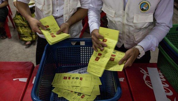Подсчет голосов на выборах в Мьянме