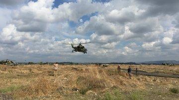 Российские ударные вертолеты МИ-24 вылетают на боевое задание с аэродрома Хмеймим