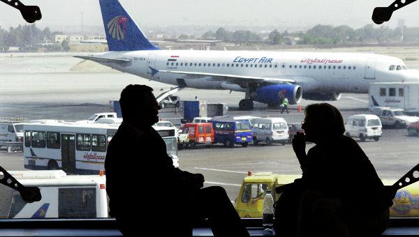 Самолет авиакомпании EgyptAir в аэропорту Каира, Египет. Архивное фото