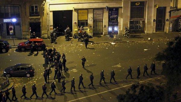 Полиция у театра Батаклан в 11-м округе Парижа, где неизвестные удерживали заложников