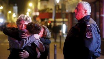 У театра Батаклан в 11-м округе Парижа, где неизвестные удерживали заложников