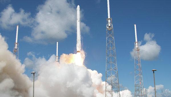 Запуск ракеты SpaceX Falcon 9. Архивное фото