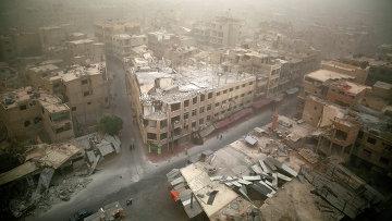 Вид на разрушенные здания в городе Дума, Дамаск. Сирия, ноябрь 2015