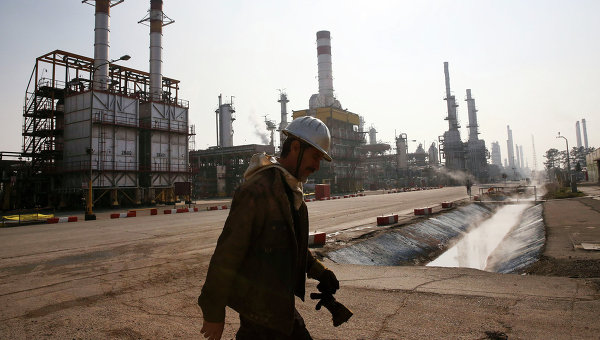 Иранский нефтяник. Архивное фото