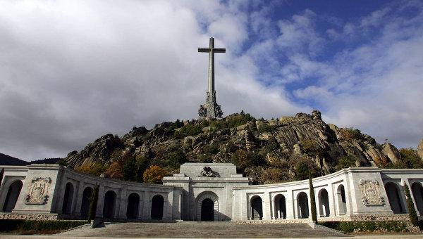 Долина Павших (Valle de los Caídos) — монументальный комплекс в Испании, памятник погибшим в гражданской войне