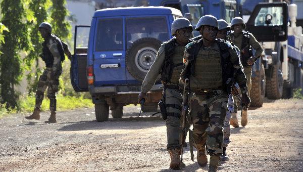 ВМали боевики захватили военную базу, убиты 17 военнослужащих
