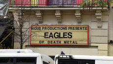 Вывеска с анонсом концерта группы Eagles of Death Metal у клуба Батаклан в Париже. Архивное фото