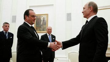 Президент России Владимир Путин и президент Франции Франсуа Олланд во время встречи в Кремле