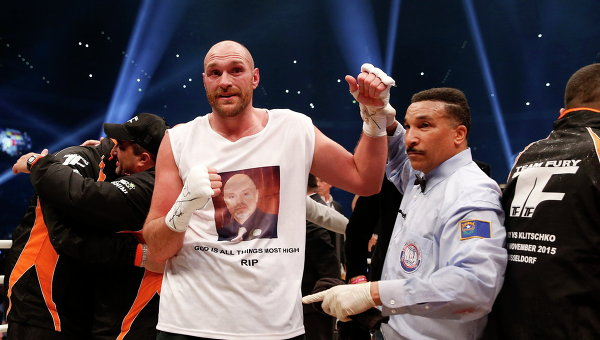Британский боксер Тайсон Фьюри победил по очкам украинского боксера Владимира Кличко