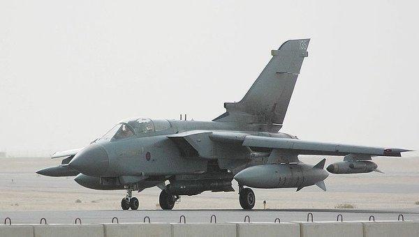 Истребитель-бомбардировщик Торнадо GR4, архивное фото