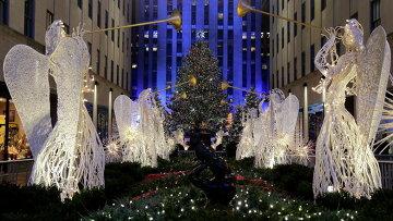 Церемония зажжения огней главной рождественской елки у небоскреба Рокфеллер-центра в Нью-Йорке, США