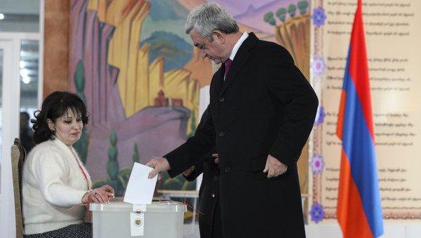 Президент Армении Серж Саргсян проголосовал на референдуме по внесению изменений в Конституцию страны