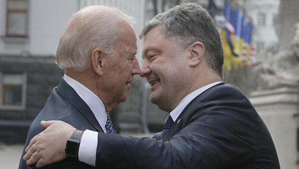 Президент Украины Петр Порошенко и вице-президент США Джозеф Байден, архивное фото