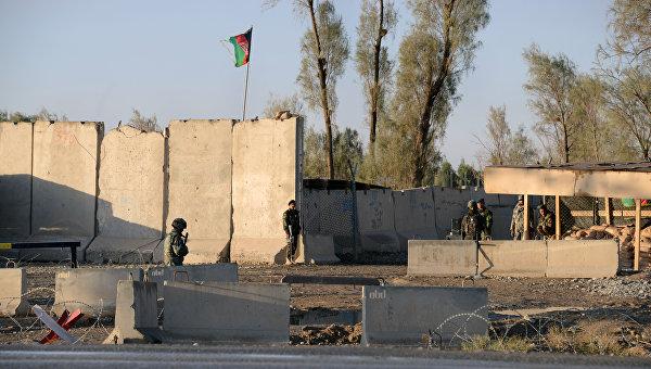Афганская полиция возле аэропорта в Кандагаре. Архивное фото
