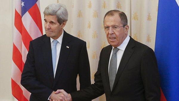 Министр иностранных дел России Сергей Лавров и госсекретарь США Джон Керри во время встречи в Москве. 15 декабря 2015