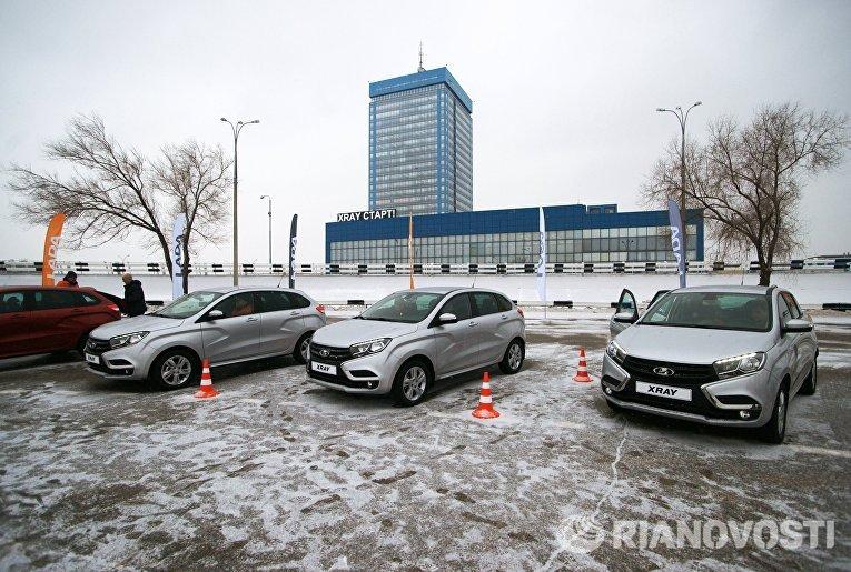 Автомобили новой модели АвтоВАЗа LADA X-Ray в Самаре