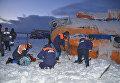 Спасатели на месте жесткой посадки вертолета МИ-8 на Камчатке