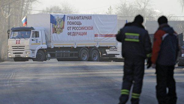 Автомобили гуманитарного конвоя МЧС РФ в Донецкой области