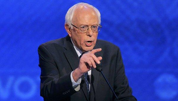 Кандидат в президенты США от демократической партии Берни Сандерс выступает на теледебатах