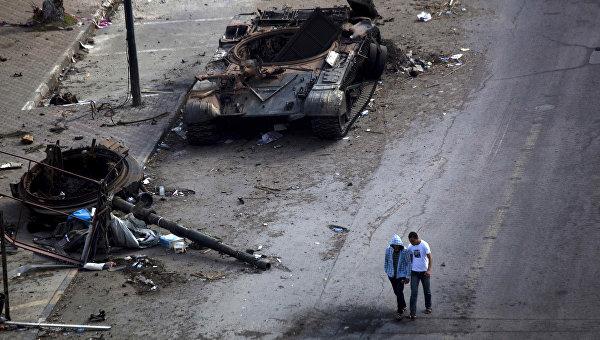 Разрушенная улица в Триполи, архивное фото