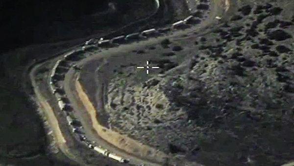 Уничтожение на территории Сирии объектов по добыче и переработке нефти террористов ИГ (ДАИШ). Архивное фото