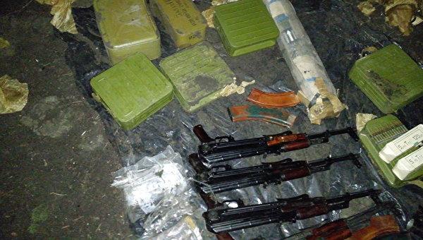 Оружие, изъятое из незаконного оборота при задержании банды в ЛНР