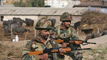 Индийские солдаты на авиабазе в Патханкоте. Архивное фото