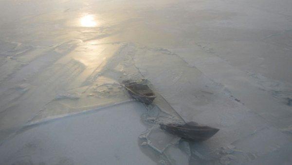 Спасение рыбаков со льдины. Архивное фото