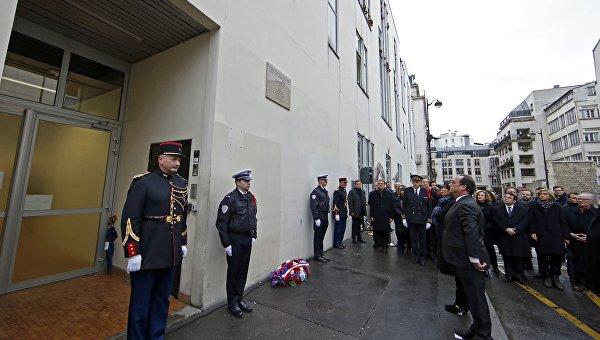 Олланд открыл мемориальные доски в канун годовщины парижских терактов